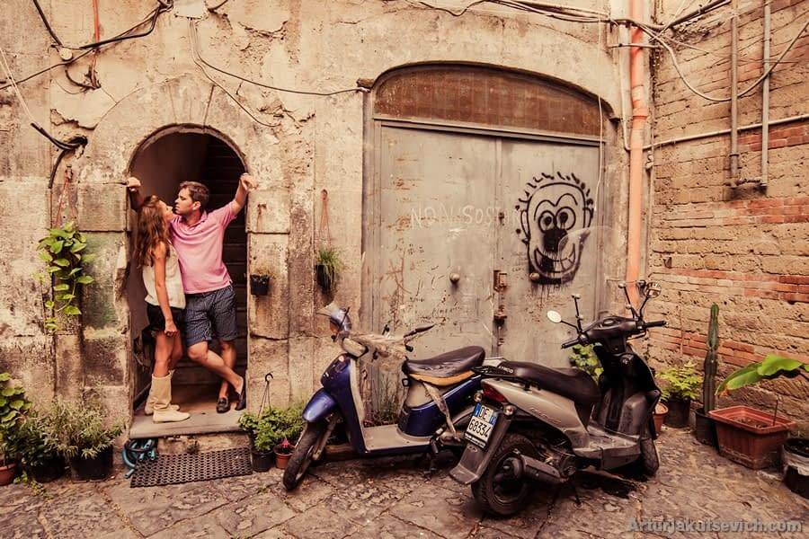 Beautiful engagement photos taken by professional wedding photographer in Italy