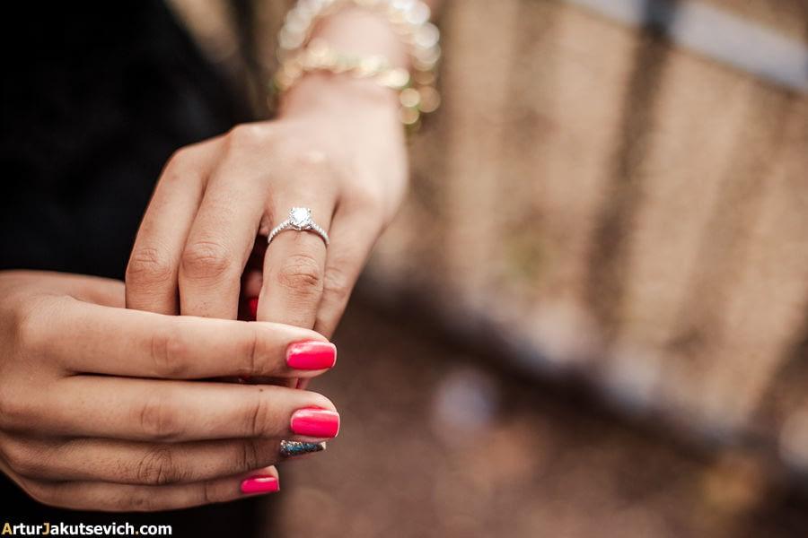 Amazing engagement ring photo